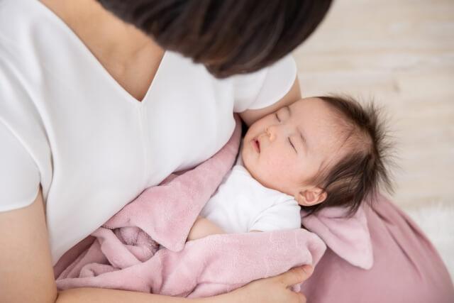 赤ちゃん ママ抱っこ